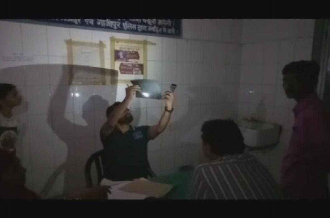 The sick hospital of Ghazipur, Operation in torch light