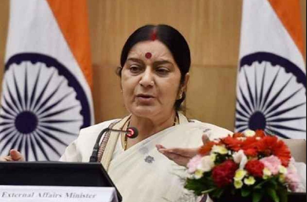 Elderly couple threatened to die, Sushma Swaraj Instructions issued immediately