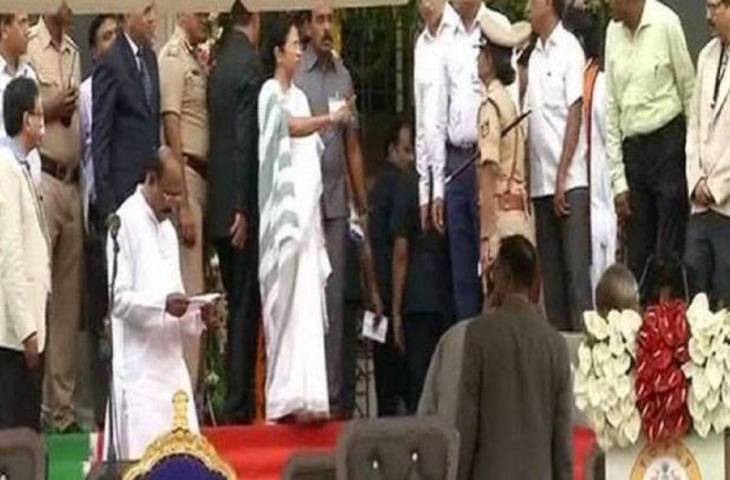 Mamata has unhappy in swearing ceremony of Kumaraswamy