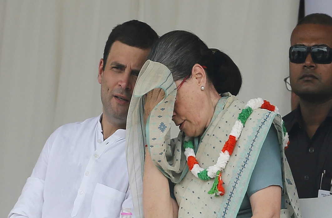 rahul gandhi has went to america for treatment of mother sonia gandhi