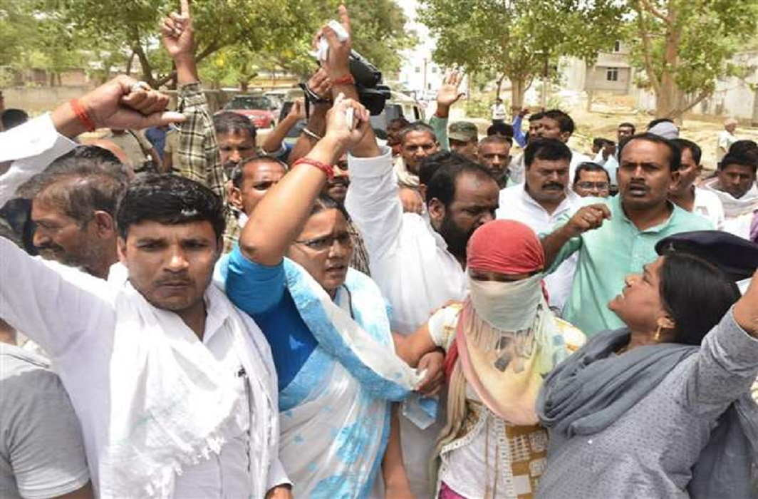 Gaya Gangrape: FIR registered on RJD leaders who have forcibly taken photographs with the victim