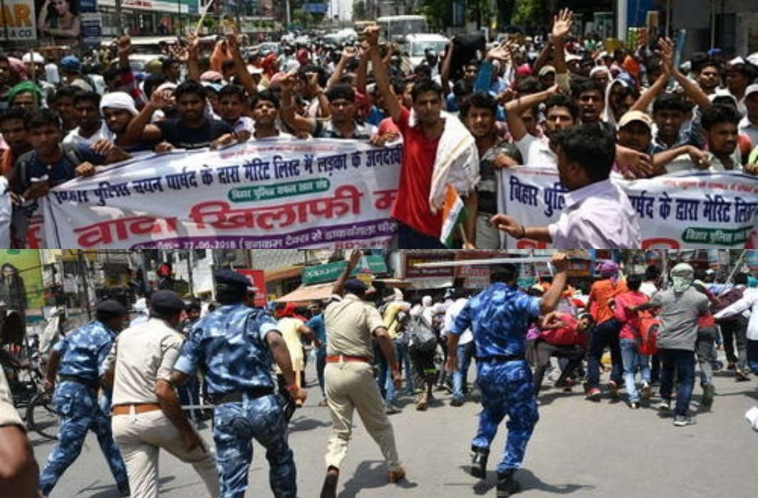 Lathi Charge of the real police on police candidates