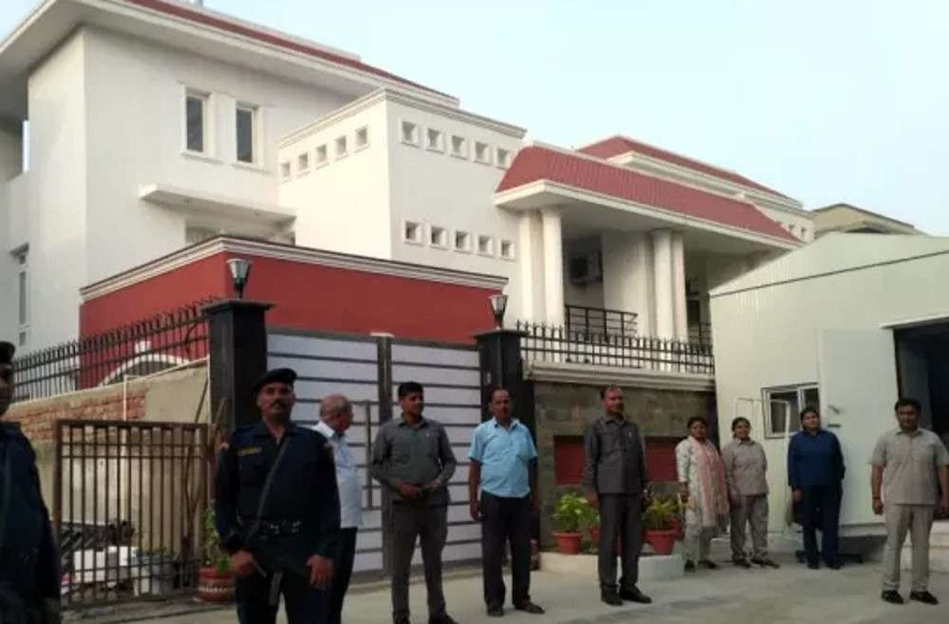 Mulayam has entered the new house,Akhilesh will soon be shifted