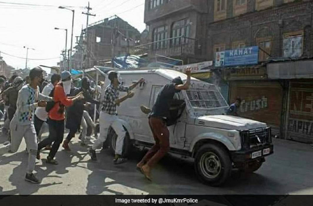 The death of 1 youth came under the CRPF car, Former Chief Minister gave statement