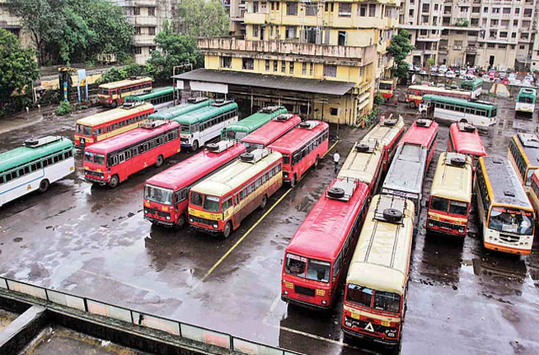 Transporter and tempo of Maharashtra School Bus Association strike