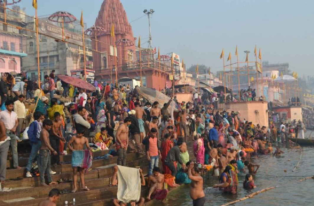 After the lunar eclipse, the pilgrim to immerse faith in the Ganga Ghats of Varanasi