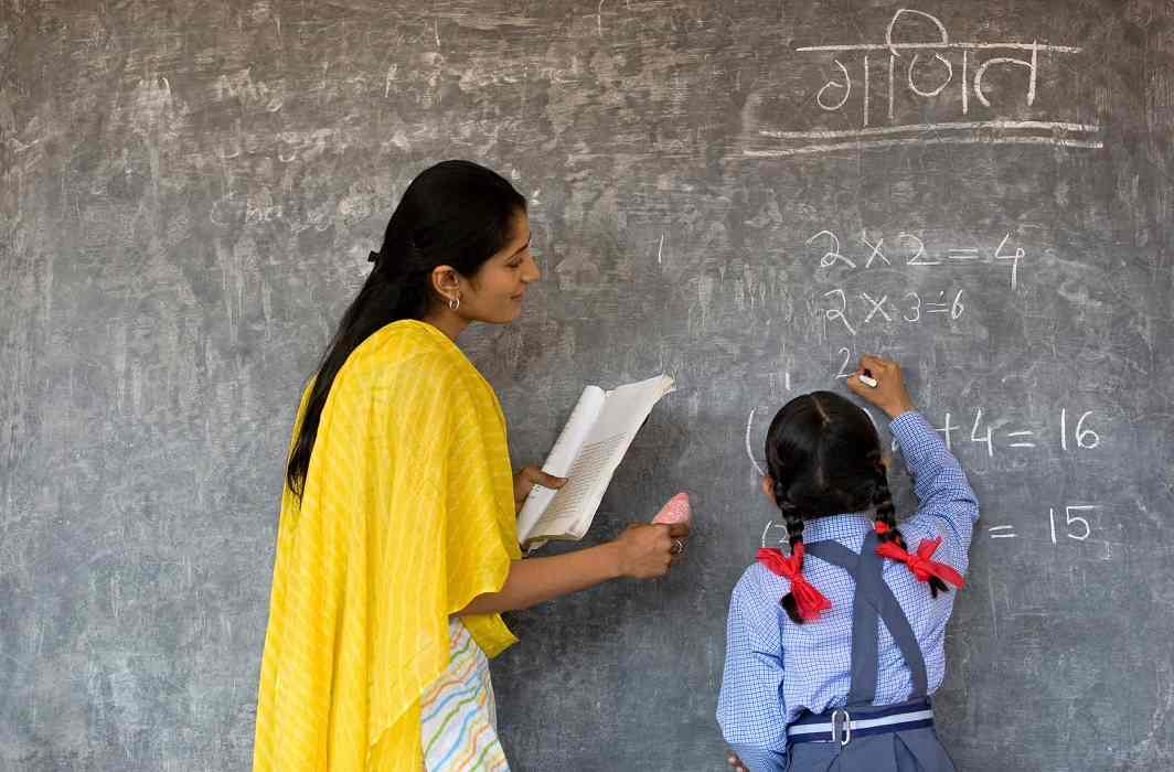 Good news for 1.37 lakh shiksha mitra in UP,Deployment to original location