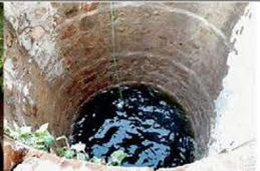 People with dirty water, villagers living like a drop of clean water