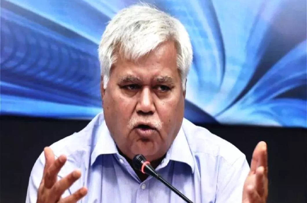 TRAI Chief Challenged by 'Aadhaar' and Leaked data in minutes