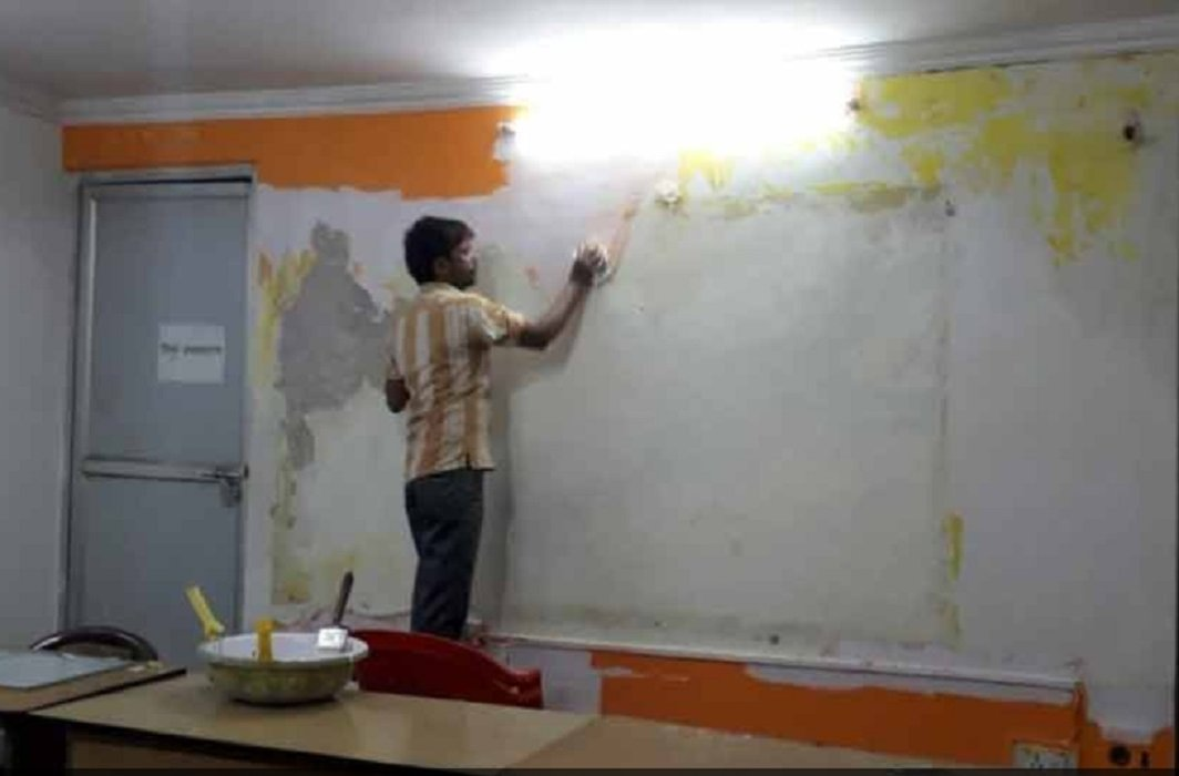 Congress has painted Lucknow headquarters's in saffron color