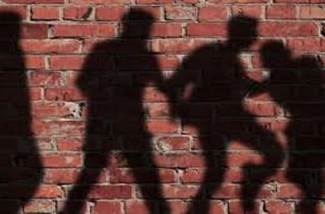 people beating Two young men who was carrying away Restricted meat on a bike in bihar