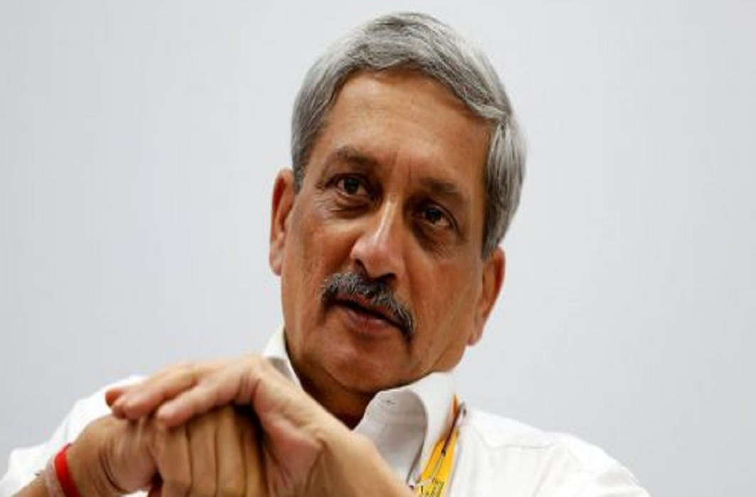 Manohar Parrikar admitted in AIIMS and 14 legislators of Congress Arrived at Raj Bhawan