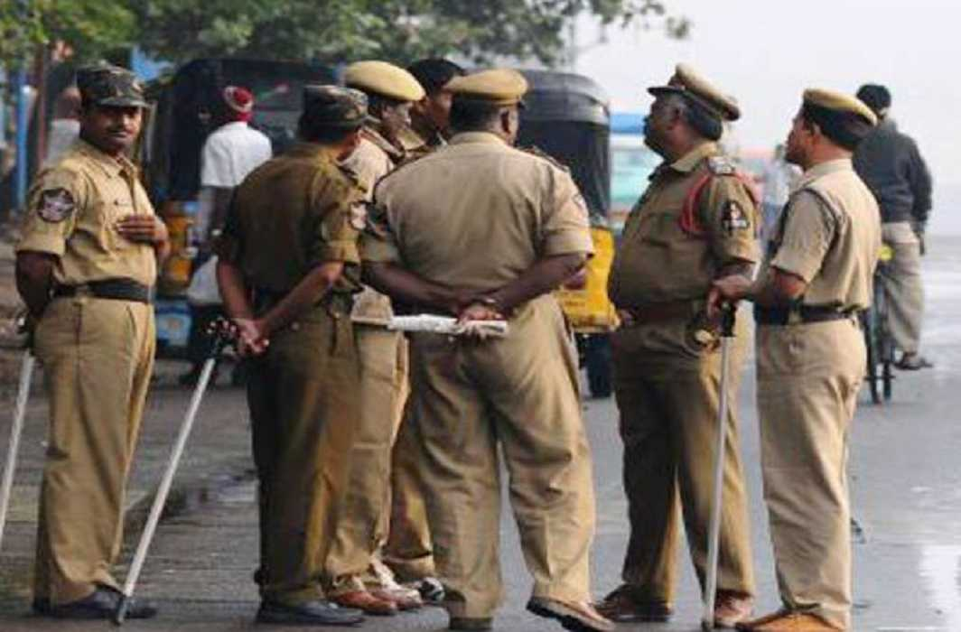 Police inspector gave threaten to cut the tounge to MPs and MLAs in Andra Pradesh