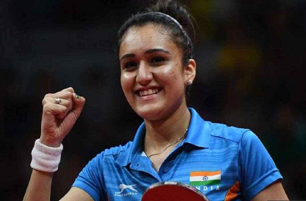 Kejriwal handed over a check for Rs 2.20 crore to table tennis star Manika Batra