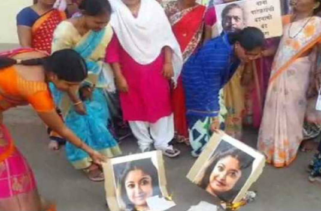 Maharashtra: Widows of farmers protest against Bollywood actress Tanushree