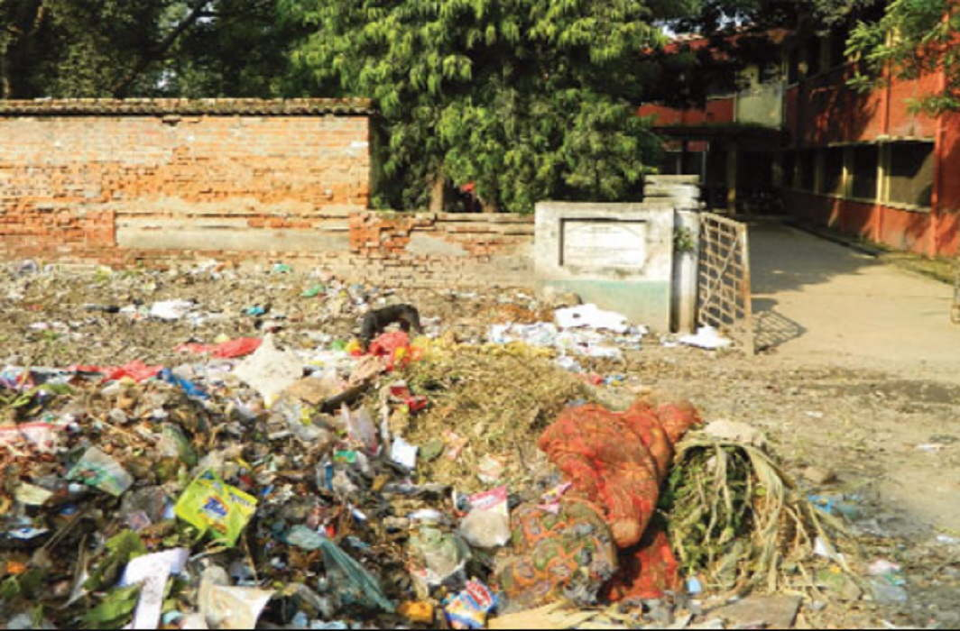 The litter in front of the gate of Kanpur University in Swachh Bharat Abhiyan