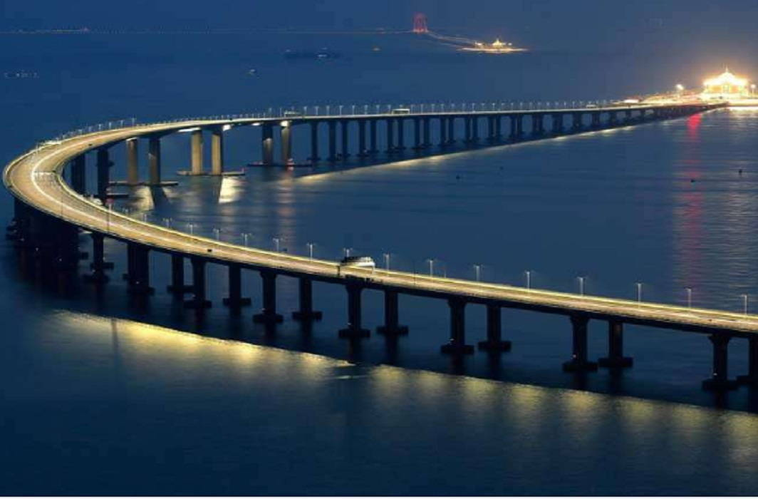 China's President inaugurated the world's longest bridge on the sea
