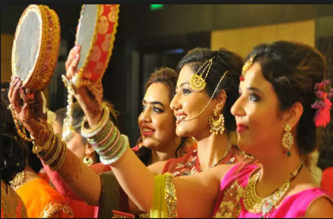 married lwomen will demand Long life of husband by seeing the moon and the auspicious time for Karwa Chauth