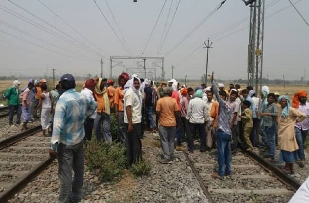 Railway track cracked in Hardoi
