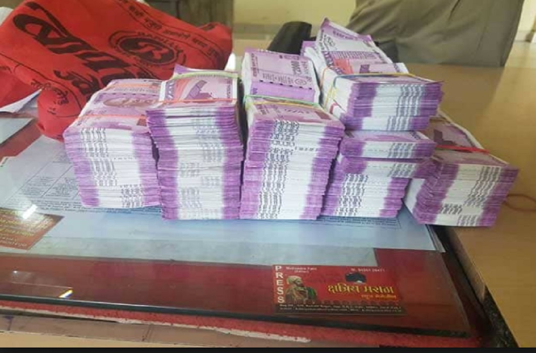 The student got a bag full of 2 crores