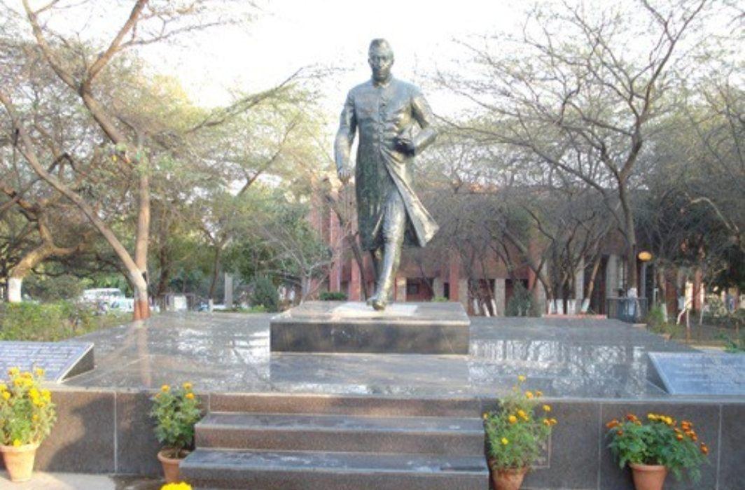 India First PM Jawaharlal Nehru Statue
