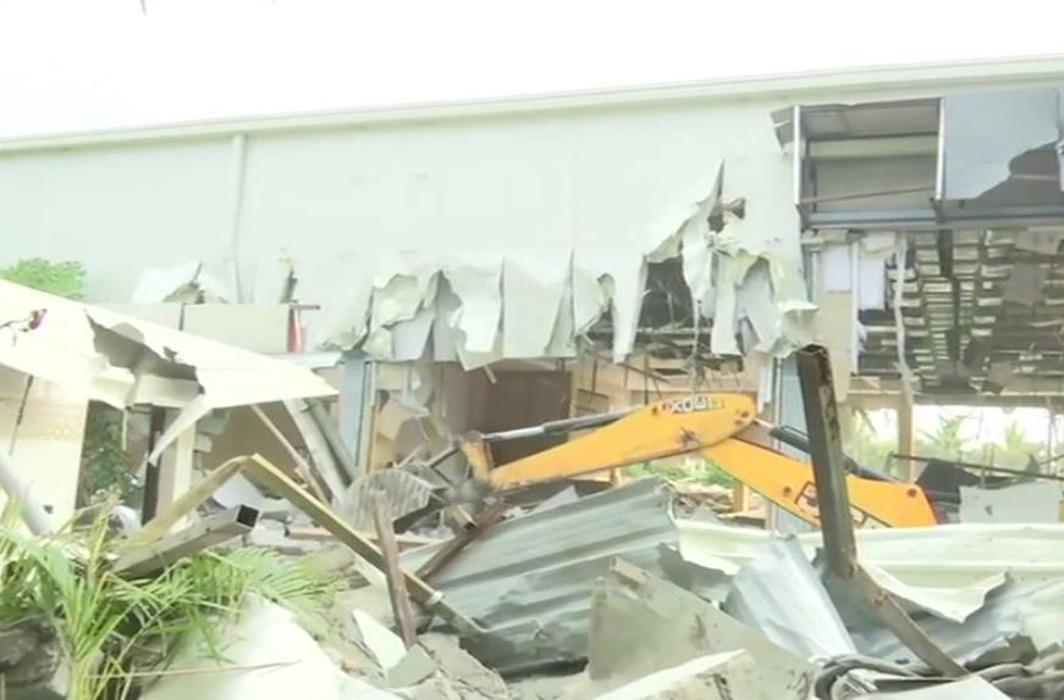 Demolition of Chandrababu naidu praja vedika