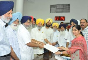 The ruling Shiromani Akali Dal, bracing up for assembly elections, doesn't want to get embroiled in the Dera issue. Photo: UNI