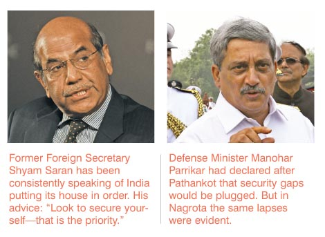 (L-R) Former Foreign Secretary Shyam Saran and Defence Minister Manohar Parrikar