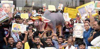 Students and youth staging a demonstration at Marina Beach, Chennai, demanding lifting of the ban on Jallikattu. Photo: UNI