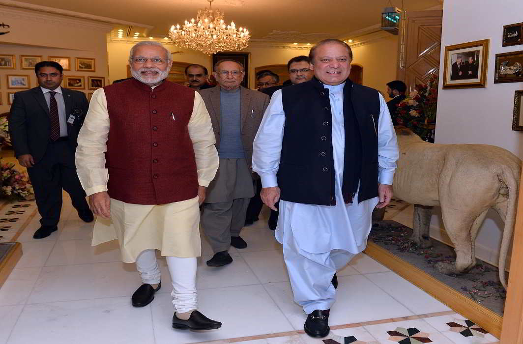 Prime Minister Narendra Modi meeting the Prime Minister of Pakistan Nawaz Sharif, at Raiwind, in Pakistan on December 25, 2015. Photo: PIB