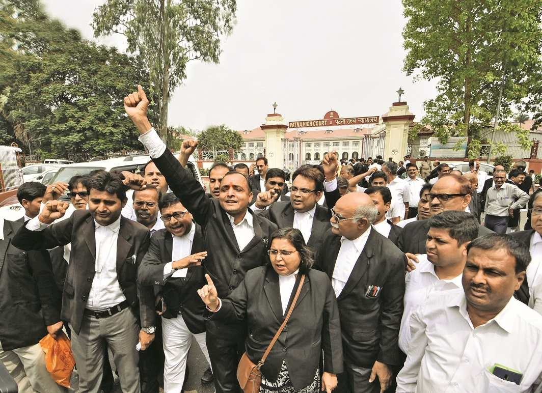 Lawyers of Patna hit the streets on April 21 against the Law Commission's proposals. Photo: UNI