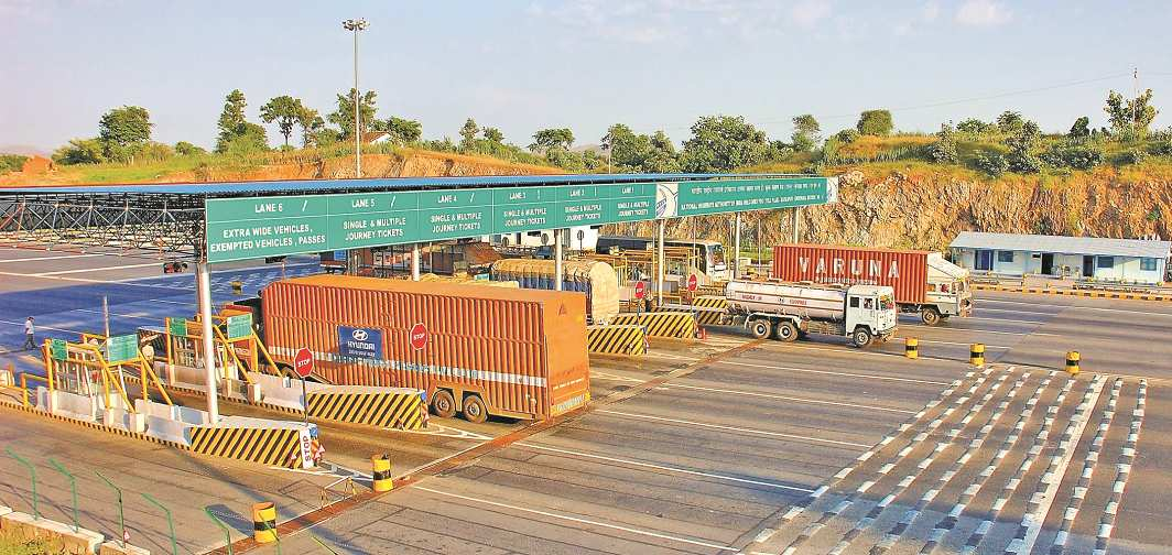 Vehicles halt to pay the toll tax