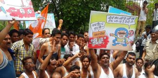 Youth Congress activists staging a demonstration at Vyapam headquarters in Bhopal. Photo: UNI