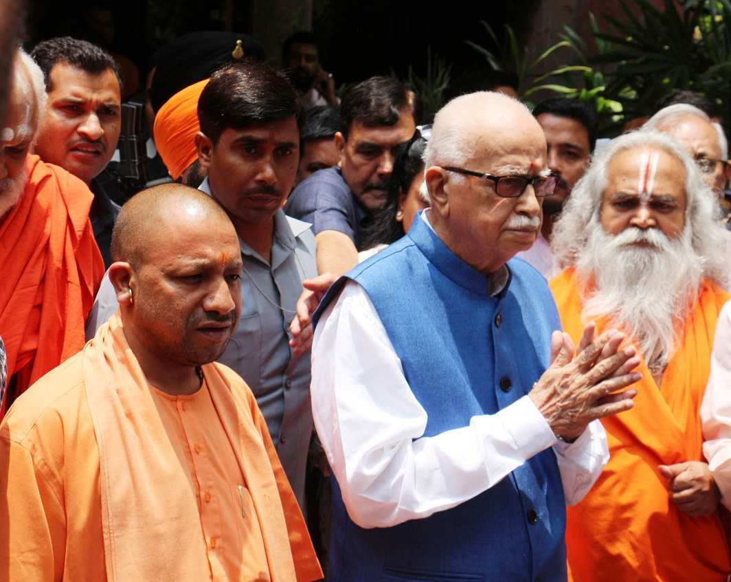 BJP leader LK Advani, flanked by Uttar Pradesh Chief Minister Yogi Adityanath and Dr Ram Vilas Vedanti, at a VVIP guest house in Lucknow before appearing in the special CBI court in the Babri case. Photo: UNI