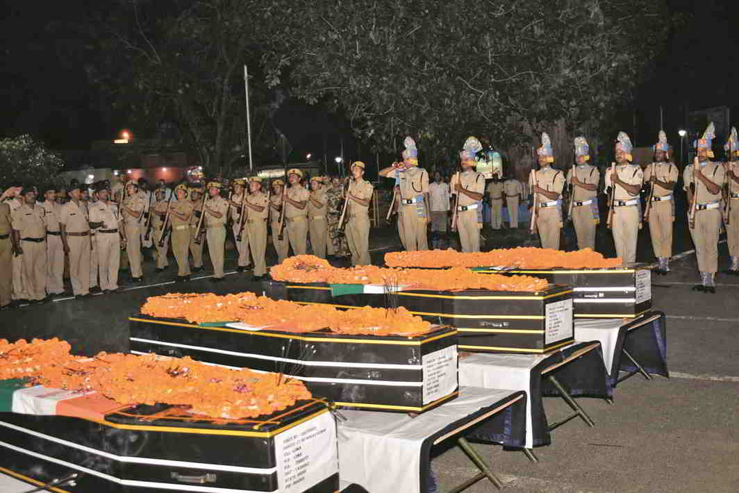Security personnel paying tributes to CRPF jawans killed in Sukma at Patna airport. Photo: UNI