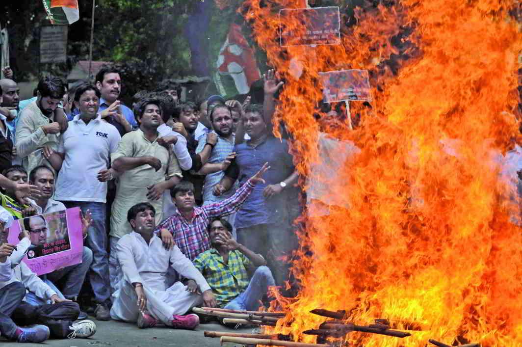 Congress activists protesting against the Vyapam scam at Jantar Mantar, New Delhi. Photo: UNI
