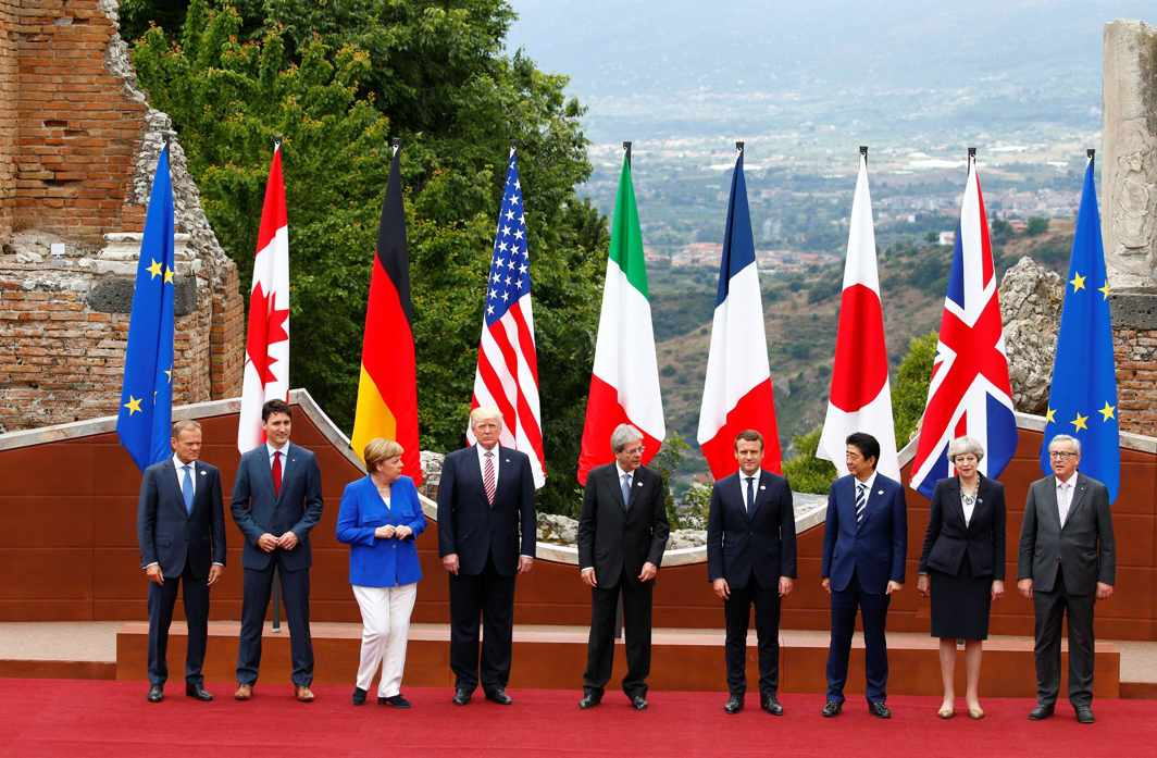 Leaders pose for a picture during the G7 Summit in Taormina, Sicily, Italy. Photo: UNI