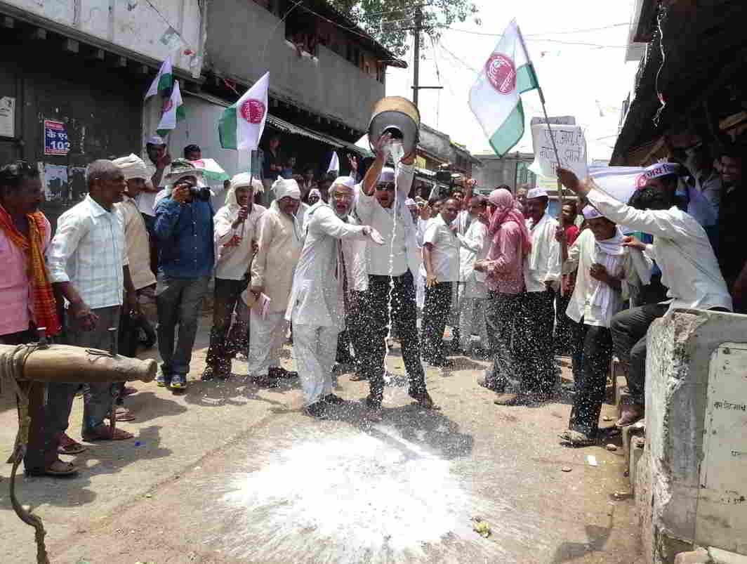 Farmers agitating at Wakodi village in Nagpur district. Photo: UNI
