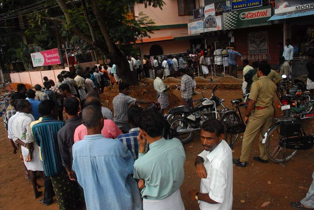 People standing in a queue in front of a liquor shop in Kerala. Photo: C Shankar