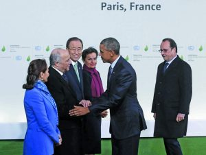Former US President Barack Obama (2nd R) welcomed by then French President Francois Hollande during the World Climate Change Conference 2015 near Paris. Photo: UNI