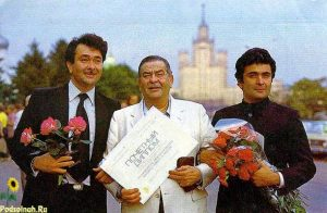 The Late Raj Kapoor, who was an icon in the USSR, at the Moscow Film Festival with his sons. Photo: rusembindia.com