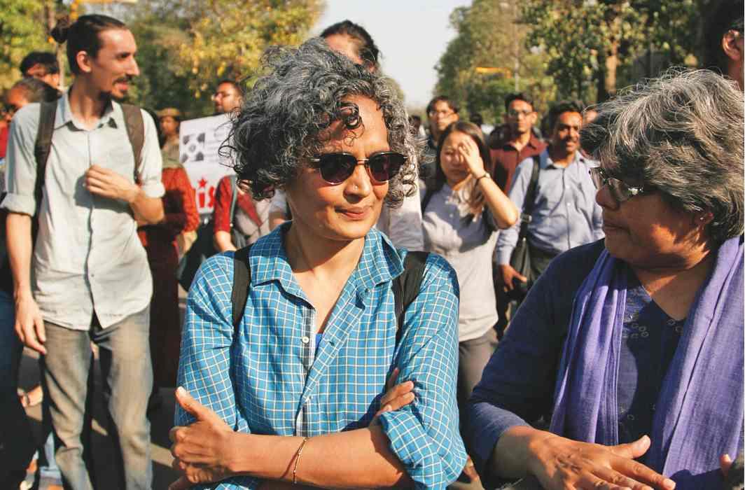 SC stays criminal contempt proceedings against Arundhati Roy