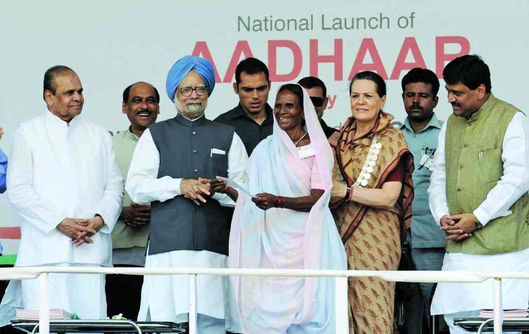 Then PM Manmohan Singh and Congress leader Sonia Gandhi launching the Aadhaar number in Nandurbar, Maharashtra, in 2010. Photo: PIB