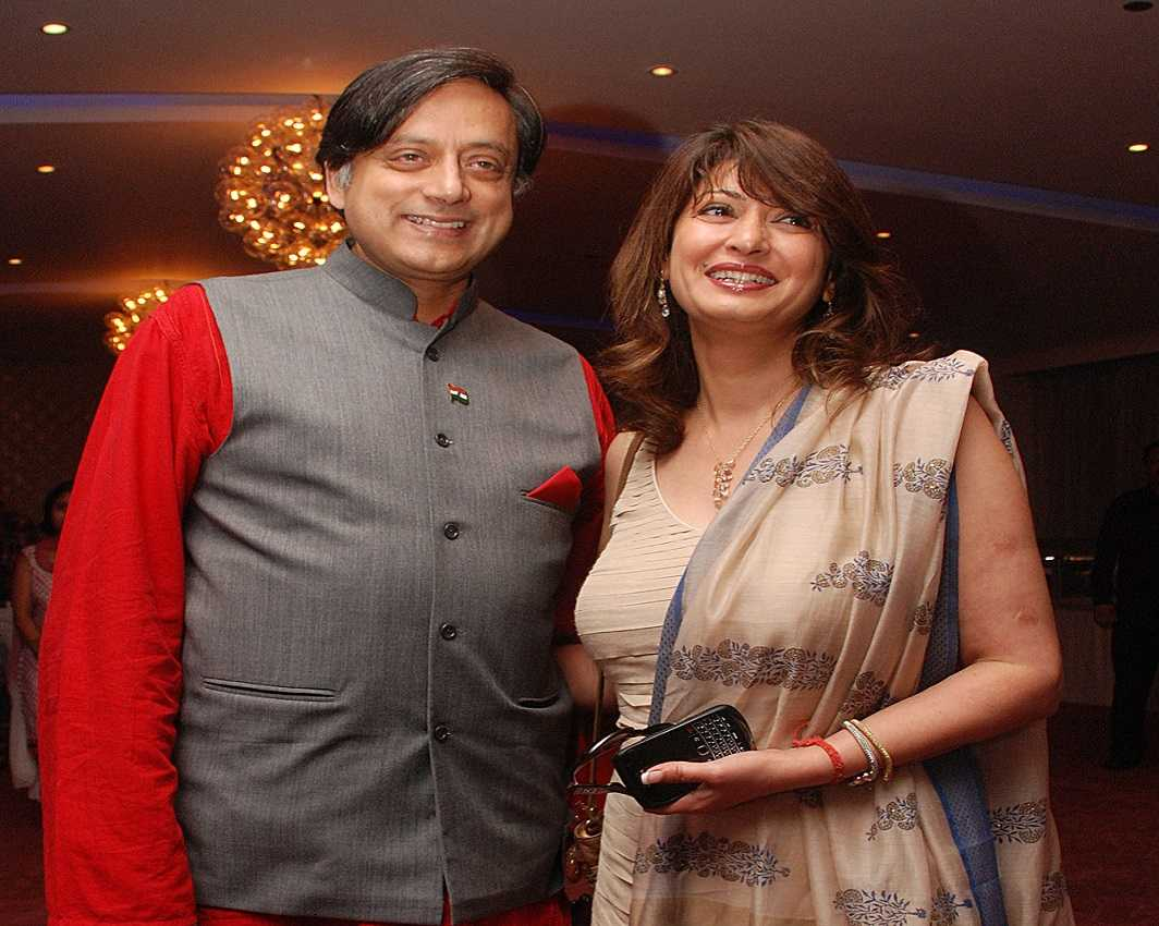 Shashi Tharoor and Sunanda Pushkar appearing for a book launch (file picture). Photo: UNI