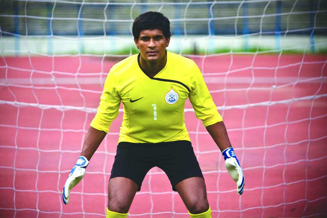 Goalkeeper Subrata Paul (below) punched a goal-bound ball, killing Cristiano Júnior. Photo: Goal.com