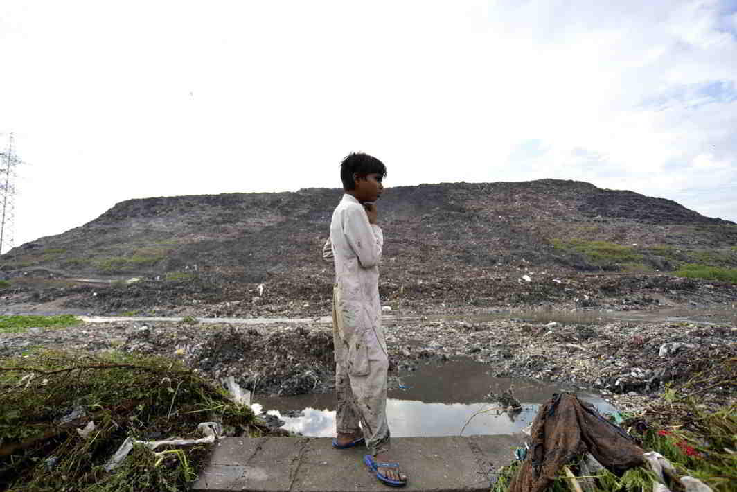 A garbage landfill in Ghazipur, New Delhi. Photo: UNI