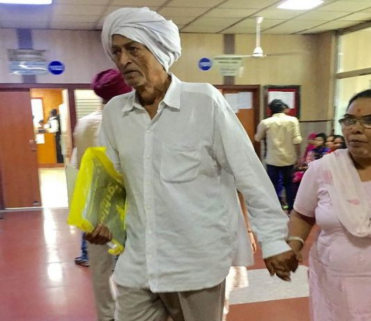Capt Chand Singh (retd) with Murti Devi after a hearing at Tis Hazari courts. Photo: Bhavana Gaur