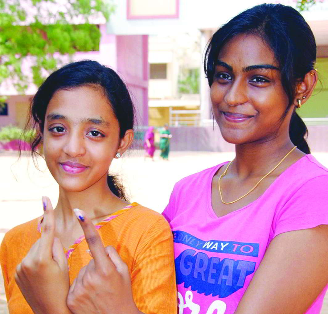 Young voters show off their ink marks after casting vote. Photo: UNI