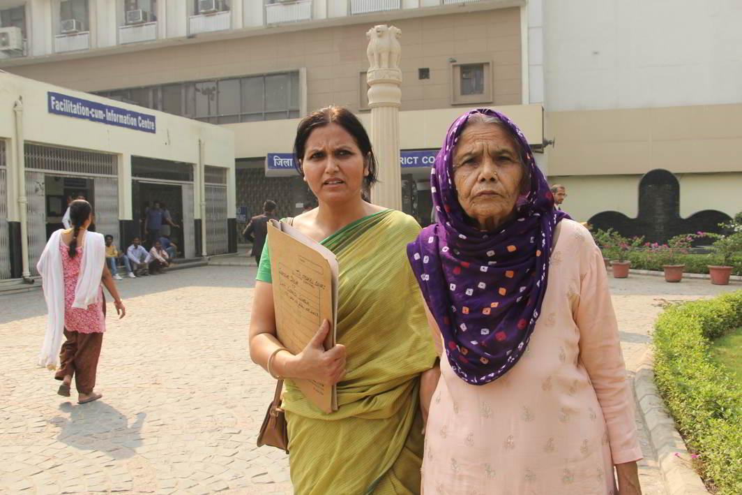 Samjho Devi and her daughter Suraj at Tis Hazari courts. Photo: Bhavana Gaur