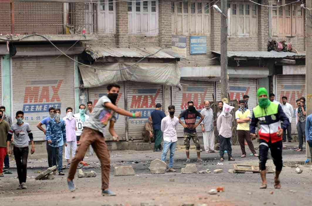 We need to ponder why we lost Kashmir's embrace and the Kashmiri youth resorted to stone-pelting. Photo: UNI